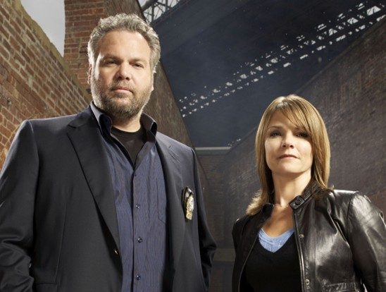 Vincent D'Onofrio and Kathryn Erbe as Goren and Eames